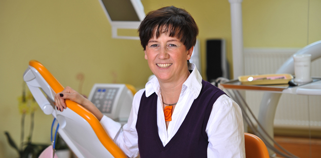 Fachzahnärztin für allgemeine Stomatologie Leonore Flack